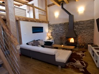 A beautifully renovated 5-bed chalet in an idyllic hamlet 1km from St Martin