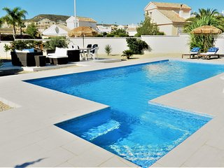 Stunning Modern Villa, UK TV, WIFI, Aircon & Pool