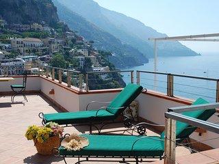 Grazioso appartamento con fantastica vista sulla spiaggia di Positano