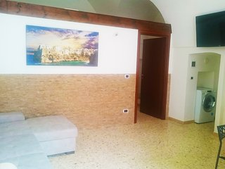 Apulia 70 - SUPERIOR HOUSE on the ground floor with wifi, AC, kitchen, Smart-TV