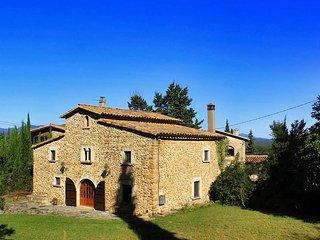 Una bonita casa de piedra en un entorno idílico