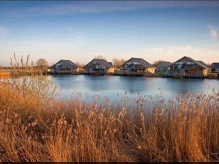 Cotswold Water Park Retreat Waters Edge
