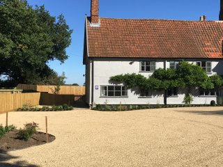 Fantastic 4* cottage on peaceful farm with large private garden sleeps 2-6 guest