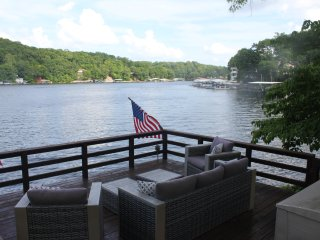 Newly Renovated Lakefront Home, Private Dock, Martini Deck, No Wake Cove At MM4