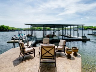 Beautiful 7 Bed, 6 Bath, Huge Dock, Boat Launch at House, Game Room+Kid Friendly