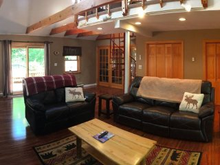 Beautifully remodeled Chalet with all the comforts of home!  Great reviews!