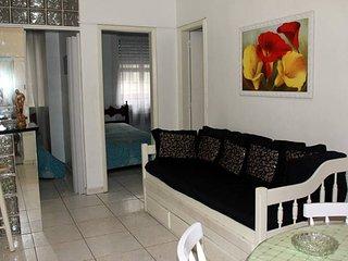 A um quarteirão da Praia, Av Copacabana 479 apartamento 201, acomoda 7 pessoas