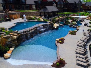New Luxury True Lakefront Lodge~Free Amenities~Lazy River~2 Huge Pools~2mi Sdc!