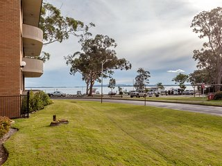4 'Villa Ellisa', 10 Columbia Close - fantastic water views