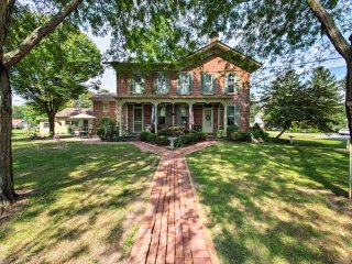 Milesburg Cottage w/ Patio - Mins from Penn State!