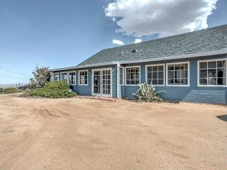 NEW! Modern 2BR Joshua Tree House w/Mountain Views