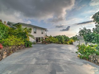 2BR Kailua-Kona Apt. w/ Sweeping Coastal Views!