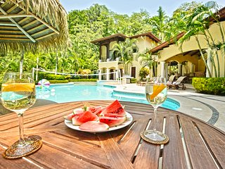 Luxurious and Private Jungle Retreat - Casa Tropical !