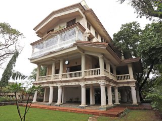 Mehta Mansion - 8 Beds Parsi owned Pool Villa with massive games room, Lonavala