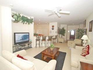 129SPL. 4 Bed 3 Bath Pool Home with Games Room Close to Disney
