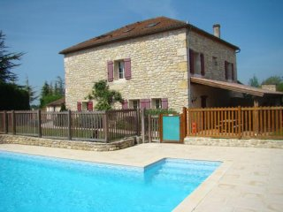 Grande maison avec piscine privée et jardin paysager