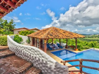 Long-term discounts: Stylish villa with shared pool only 1/4 mile from beach!
