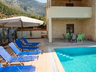 Emerald uphoria villa with 46 sqm private pool