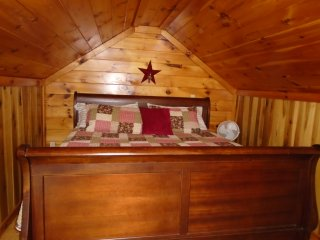 Spicewood cabin Hocking Hills, fishing lake, hot tub, grill, fire ring