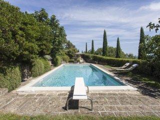 Villa del 1500 ristrutturata in posizione panoramica con piscina privata