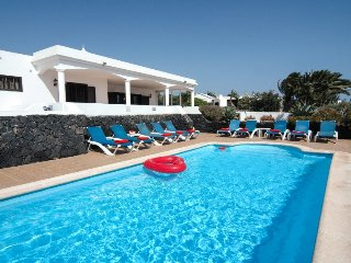 Fantastic 5 bed villa with Gated pool, Hot Tub & Wifi Ref LVC200823