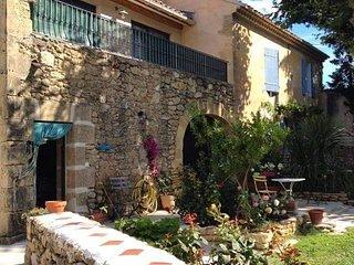 Appartement dans un vieux mas provencal