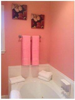 Full bath with jet tub