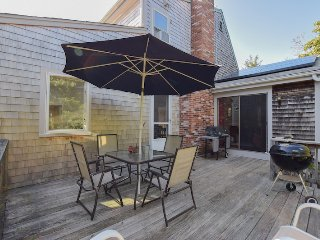 #407: Enjoy this sun drenched home in an adorable neighborhood of Eastham!