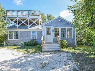 #401: Relax on your own roof top deck! Views of the bay, walk to private beach!