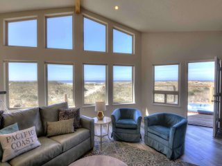 Oceanfront Luxury! Hot Tub! Dog Friendly! Game Room!