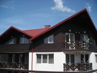 Iglika top floor apartment - 100 metres from ski lifts - mountain views