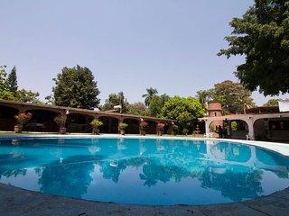Quinta Sol y Luna / Ideal para vacacionar y con jardin espacioso para bodas.