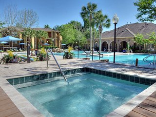 Clean, Central, Modern Apartment w/ Luxury Spa Pool Near FSU