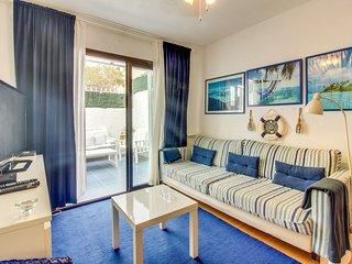 Apartamento La Marina, Con Piscina y cerca del Mar