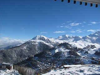 Superb 4 Person Ski in/Ski Out Apartment in Aime-La-Plagne with Amazing Views.