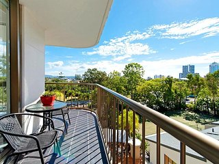 Holiday Resort Apartments in Surfer's Paradise with City View
