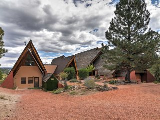 Eclectic 7BR Chalet Btw Bryce & Zion w/ Mtn Views!
