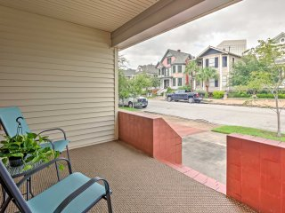 'Island Time' Galveston Home w/ AC, Grill & Yard!