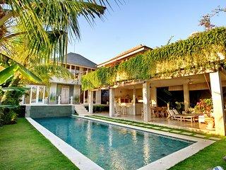 Private Spacious 4 Bedroom Villa feature Garden, Umalas;