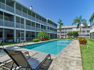 Modern & Clean Tierra Verde Townhome Near Beaches!