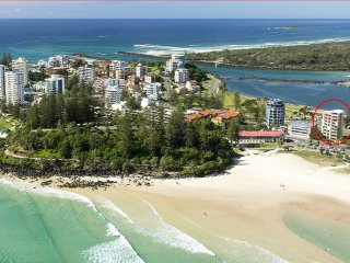 Lindor Unit 7 - Beachfront Apartment on Greemount Beach Coolangatta