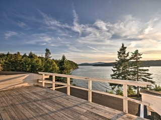 Charming Waterfront Winter Harbor Cottage w/Views!