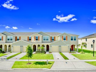 Family Friendly 4 Bedroom close to Disney in Orlando Area 5119