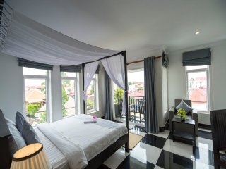 Rithy Rine Angkor Residence/ Package Offer ( 2 Ways Transfer + Breakfast ) 4 pax