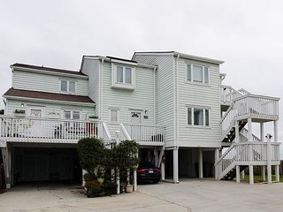Get away and enjoy your time in this nicely decorated 2 bedroom townhouse