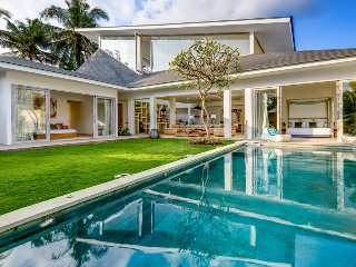 Luxury Spacious 4 Bedroom Villa near Beach, Canggu;
