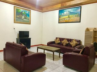 SPACIOUS - FAMILY HOME in Parapat, Lake Toba.