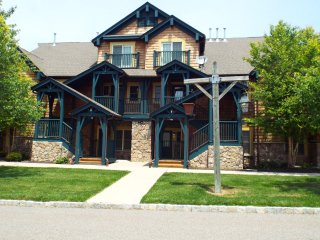 5 STAR rated 2 BR condo #10-14 located across from the MOUNTAIN CREEK Ski Resort