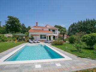 VILLA LENA Luxurious,spacious villa,in an beautiful location,with swimming pool