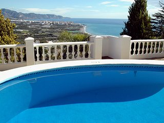 Luxury villa in Nerja with private pool, Jacuzzi lounge bar...
